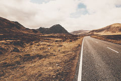 Camino A82 en Glencoe Escocia Montañas escocesas imagen de archivo libre de regalías