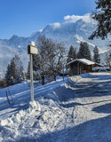 Camino en invierno Imágenes de archivo libres de regalías