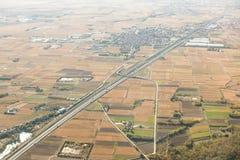 Camino en Italia Visión aérea superior Primavera Campos Imagen de archivo