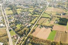 Camino en Italia Visión aérea superior Primavera Campos con la hierba Imagen de archivo libre de regalías