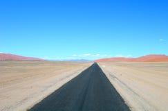 Camino en Kalahari, Namibia África Fotos de archivo libres de regalías