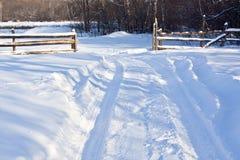 Camino en la nieve Fotos de archivo libres de regalías