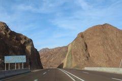 Camino en las montañas de Dahab fotografía de archivo libre de regalías