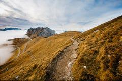Camino en las montañas de Mangart Imagenes de archivo