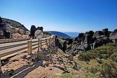 Camino en las montañas Serra DA Estrela, Portugal Imagenes de archivo
