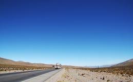 Camino en los Andes Imagenes de archivo