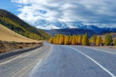 Camino en montaña imágenes de archivo libres de regalías