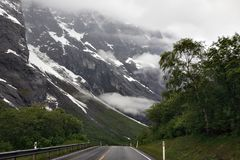 Camino en montaña hermosa Fotos de archivo