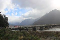 Camino en paso del ` s de Nueva Zelanda Arturo Imagenes de archivo