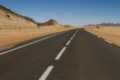 Camino en Sahara Desert South Algieria, África Foto de archivo libre de regalías