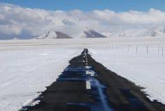 Camino en Tíbet Imágenes de archivo libres de regalías