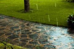 Camino en tiempo lluvioso del verano Imágenes de archivo libres de regalías
