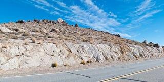 Camino en un desierto Imágenes de archivo libres de regalías