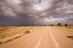 Camino en un desierto en África Foto de archivo libre de regalías
