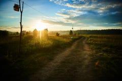 Camino en un prado en el festival étnico del verano foto de archivo