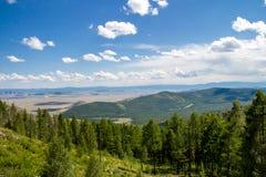 Camino en valle de la montaña Imagen de archivo libre de regalías
