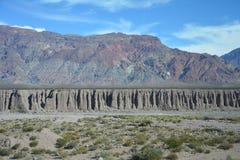 Camino escénico en las montañas de los Andes entre Chile y la Argentina imágenes de archivo libres de regalías