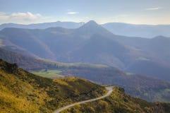 Camino escénico en montañas Fotografía de archivo libre de regalías