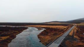 Camino esc?nico en la opini?n a?rea de la cantidad de Islandia almacen de metraje de vídeo