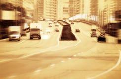 Camino grande con los coches. Imágenes de archivo libres de regalías