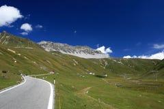Camino hasta Passo Stelvio Imagen de archivo libre de regalías