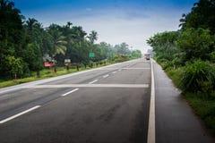 Camino indio - autopista nacional en Kerala Fotografía de archivo libre de regalías