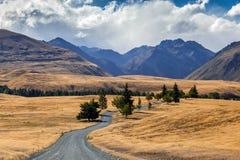 Camino junto al lago Tekapo Fotografía de archivo libre de regalías