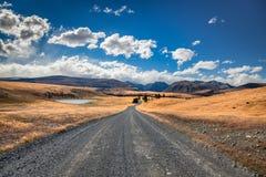 Camino junto al lago Tekapo Imagenes de archivo