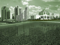 Camino a la ciudad Imágenes de archivo libres de regalías