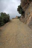 Camino a la ermita de Joan del santo en Montserrat Mountain, España Abadía benedictina Santa Maria de Montserrat en Monistrol de  Fotos de archivo libres de regalías