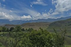 Camino a la reserva de naturaleza de Kwazulu Natal del castillo de Giants Fotos de archivo libres de regalías