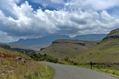 Camino a la reserva de naturaleza de Kwazulu Natal del castillo de Giants imagen de archivo libre de regalías
