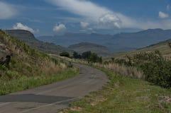 Camino a la reserva de naturaleza de Kwazulu Natal del castillo de Giants imágenes de archivo libres de regalías