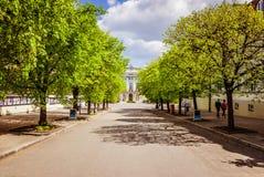 Camino a la universidad de Varsovia en verano foto de archivo libre de regalías