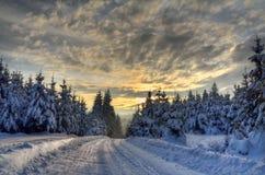 Camino a las montañas Imagen de archivo libre de regalías