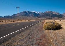 Camino a las montañas Fotos de archivo libres de regalías