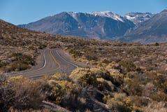 Camino a las montañas Imagenes de archivo