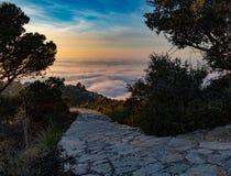 Camino a las nubes fotos de archivo libres de regalías