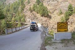 Camino lateral, Bhután fotografía de archivo