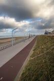 Camino a lo largo del lado la playa Foto de archivo