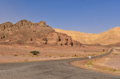 Camino a lo largo del parque nacional del timna, Israel foto de archivo libre de regalías