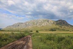 Camino a los picos Imagenes de archivo