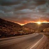Camino mágico sin los coches y puesta del sol Fotos de archivo libres de regalías