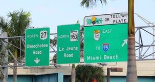 Camino a Miami Beach en la carretera almacen de metraje de vídeo