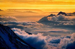 Camino a Mont Blanc Valle de Chamonix en las nubes francia Imagen de archivo libre de regalías