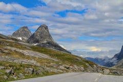 Camino nacional noruego RV63 Foto de archivo libre de regalías