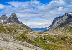 Camino nacional noruego RV63 Imágenes de archivo libres de regalías