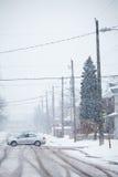 Camino nevado, las marcas de ruedas Fotografía de archivo
