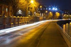 Camino ocupado de la noche Imagen de archivo libre de regalías