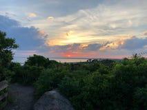 Camino a otra puesta del sol muy preciosa imagen de archivo libre de regalías
